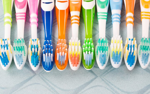 teeth cleaning in Edmonton with good toothbrushes