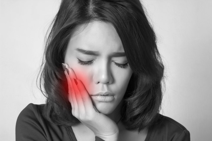 dealing with a toothache at an Edmonton dental clinic